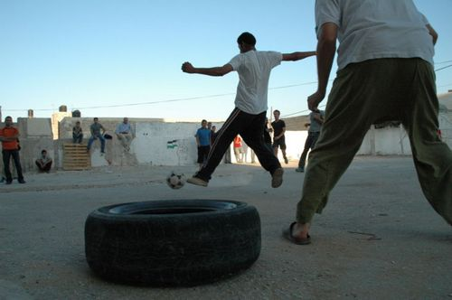 800px-palestinians-playing-football