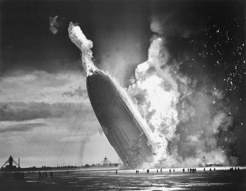http://xicoriasexicoracoes.files.wordpress.com/2007/05/hindenburg.jpg